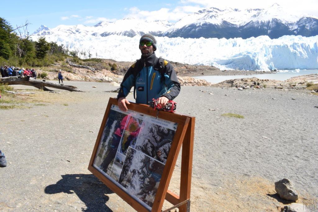 氷河の説明を受ける