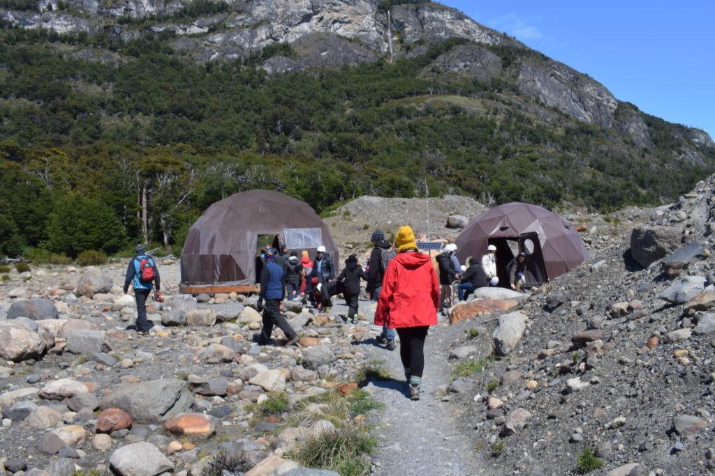 ヘルメットなどが収納されているドーム