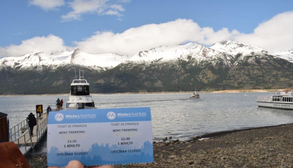 氷河の元へ。船で渡る