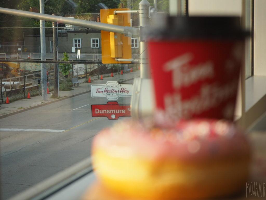 Tim Hortons 第一号店の2階窓から